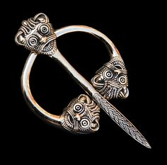 art-viking-animal-heads cloak pin