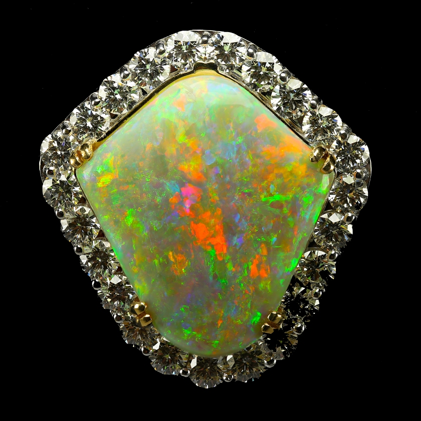 Rainbow_Shield_Mintabie_Opal_Pendant