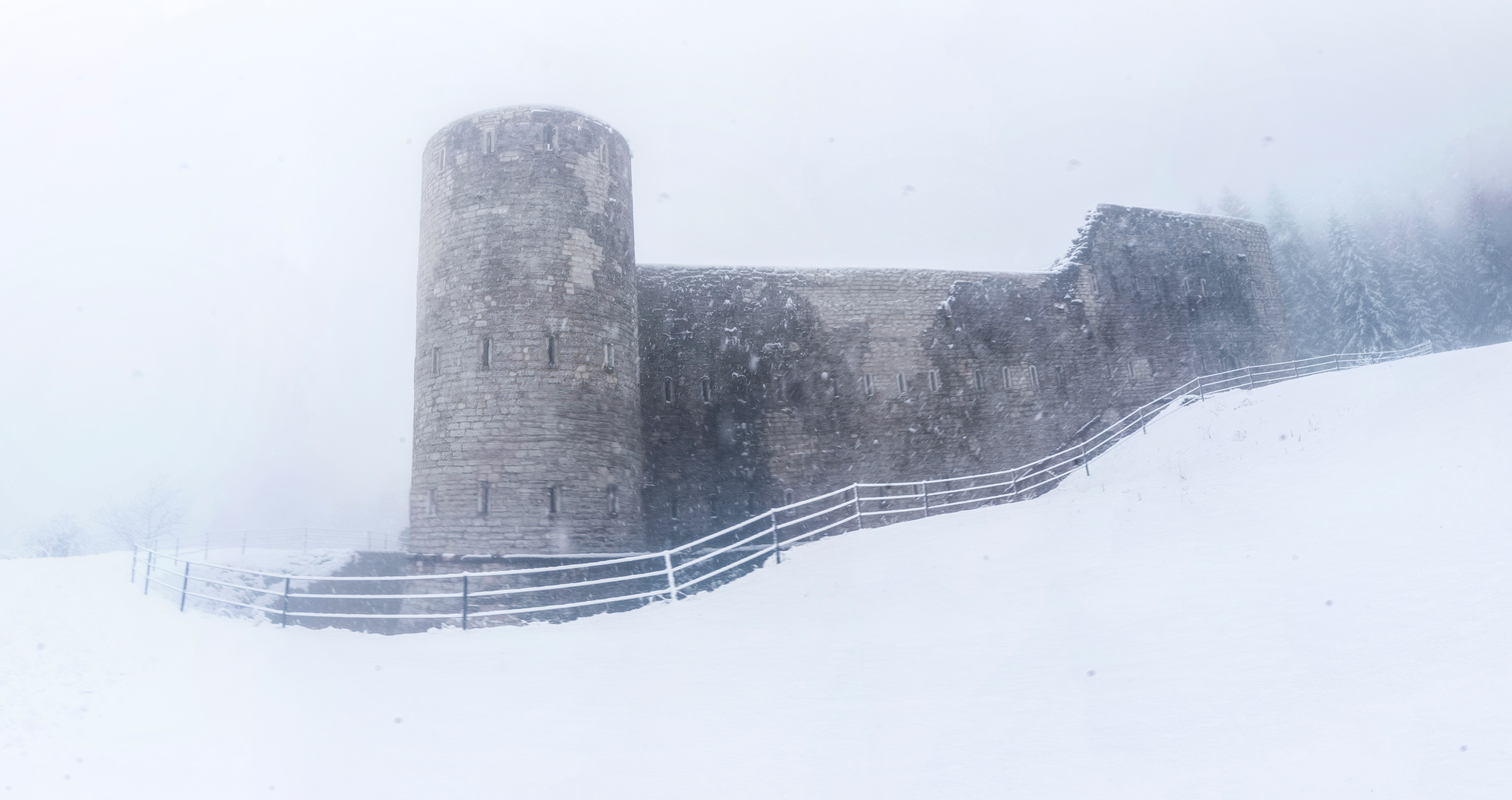 castle-cold-daylight-793075