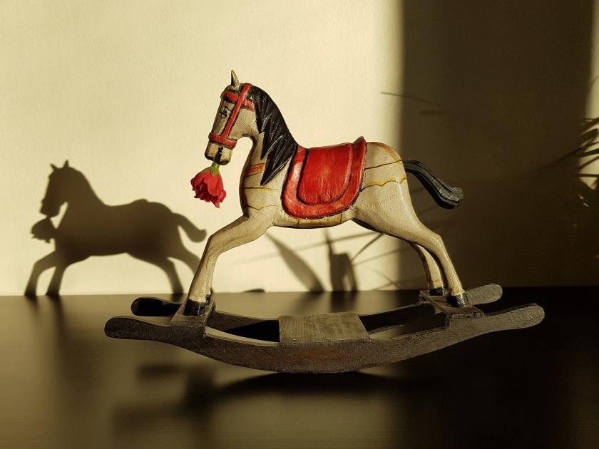 rocking-horse-2906530_1920