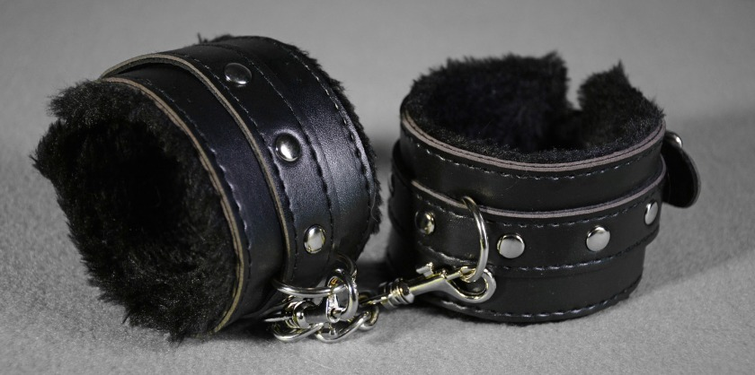 handcuffs-2726660_1920