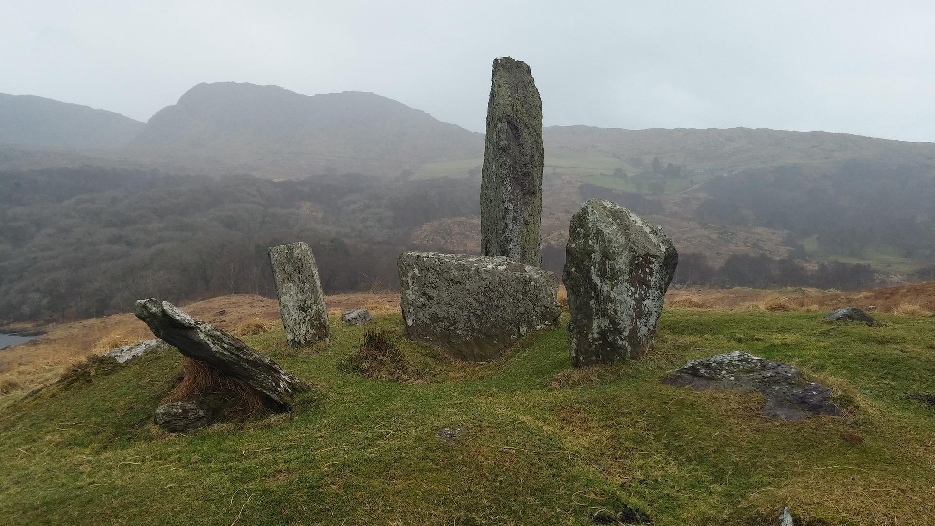 standing-stones-4414684_1920