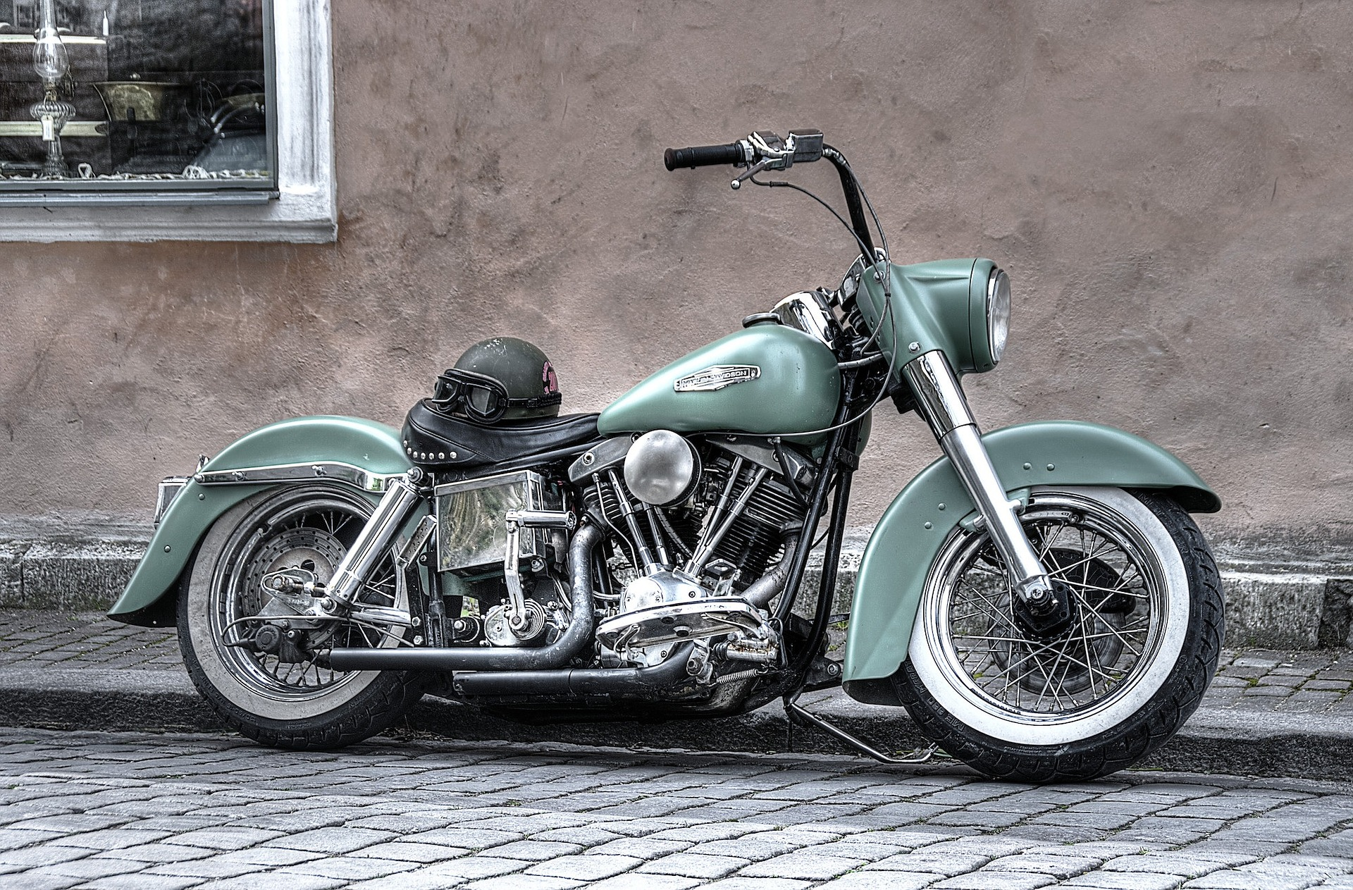 motorbike-861966_1920