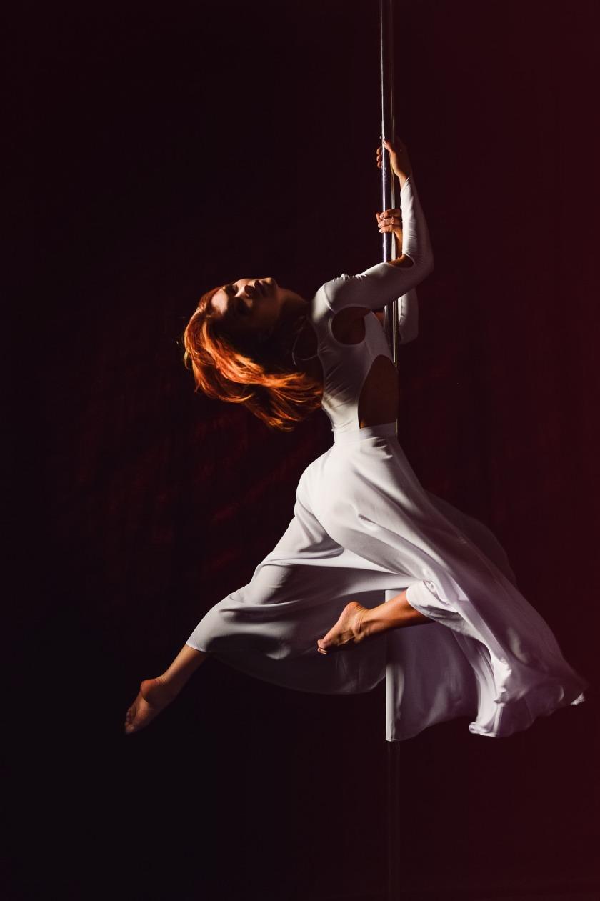 pole-dance-1287822_1920
