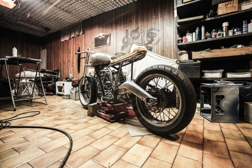 motorbike-407186_1920